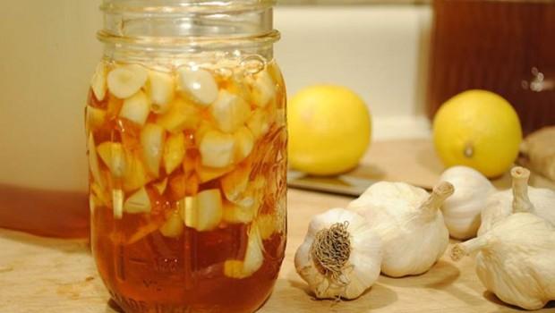 Mật ong và tỏi chữa đau dạ dày
